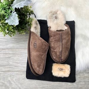UGG • Mens Sheepskin Brown Slippers Soft Cozy